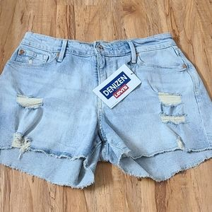 NWT Levi's High Rise Shorts Size 6/28